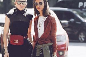 Как носить женскую поясную сумку: 9 актуальных моделей и 12 модных образов
