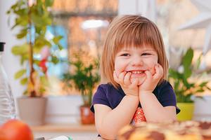 По пальцам пересчитать: когда выпадают молочные зубы у детей (схема)