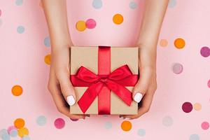 Что подарить мужу на день рождения: варианты под характер