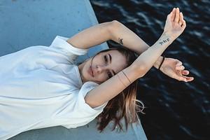 Почему сильно потеют подмышки и что этим делать: 13 полезных лайфхаков