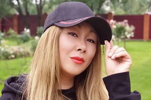 Анита Цой выполняет опасные трюки несмотря на лишний вес