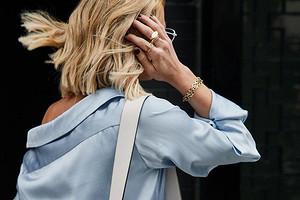 «Серо-голубой камень»: как носить самый умиротворенный цвет сезона