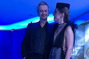Ксения Собчак и Константин Богомолов приехали на регистрацию брака на катафалке