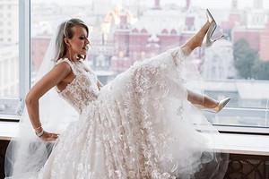 Ксении Собчак подарили сертификат на бесплатные роды (видео)