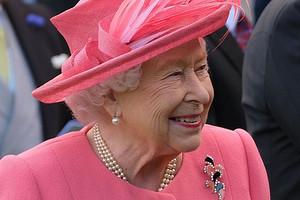 Елизавета II осталась без собственного бара из-за пьянства придворных