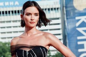 В Сети появились фото и видео свадебных нарядов Паулины Андреевой (невероятно красиво)