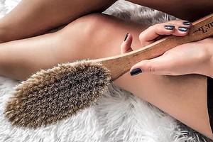 Чтобы был результат: как делать массаж от целлюлита сухой щеткой