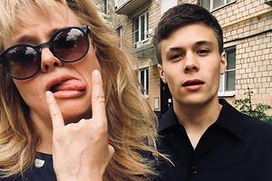 Анна Михалкова столкнулась с оскорблениями и угрозами из-за выпавшей из окна модели (подруги ее сына)