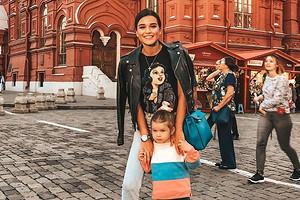 Четырехлетняя дочь Ксении Бородиной побрила бровь (видео)