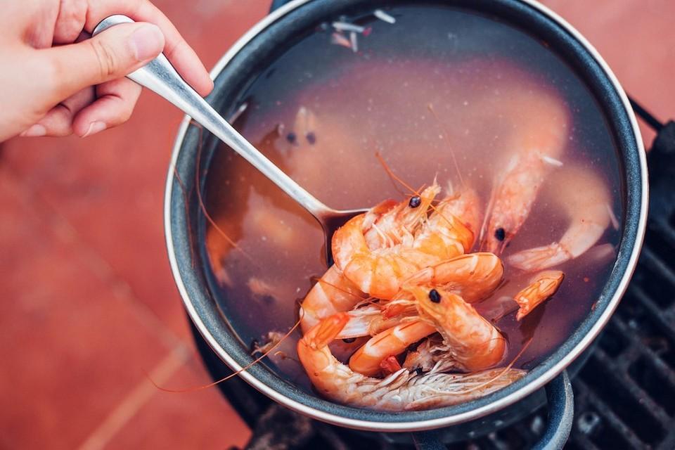 Как правильно сварить креветки: 2 рецепта и 4 лайфхака (самое важное - засечь время)