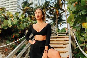 Елена Летучая поделилась горячим фото спляжа вМалибу («ноги отушей»— это про нее)