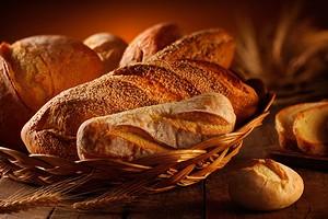 Можно ли хранить хлеб в холодильнике и как правильно его для этого упаковать