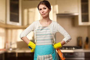 С линолеума, зеркала и холодильника: чем отмыть следы от скотча с разных поверхностей