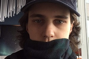 После выдвинутых полицией обвинений стендап-комик Александр Долгополов уехал из России (видео)