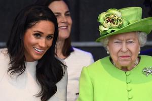 Елизавета II предлагала принцу Гарри и Меган Маркл отказаться от титулов до свадьбы