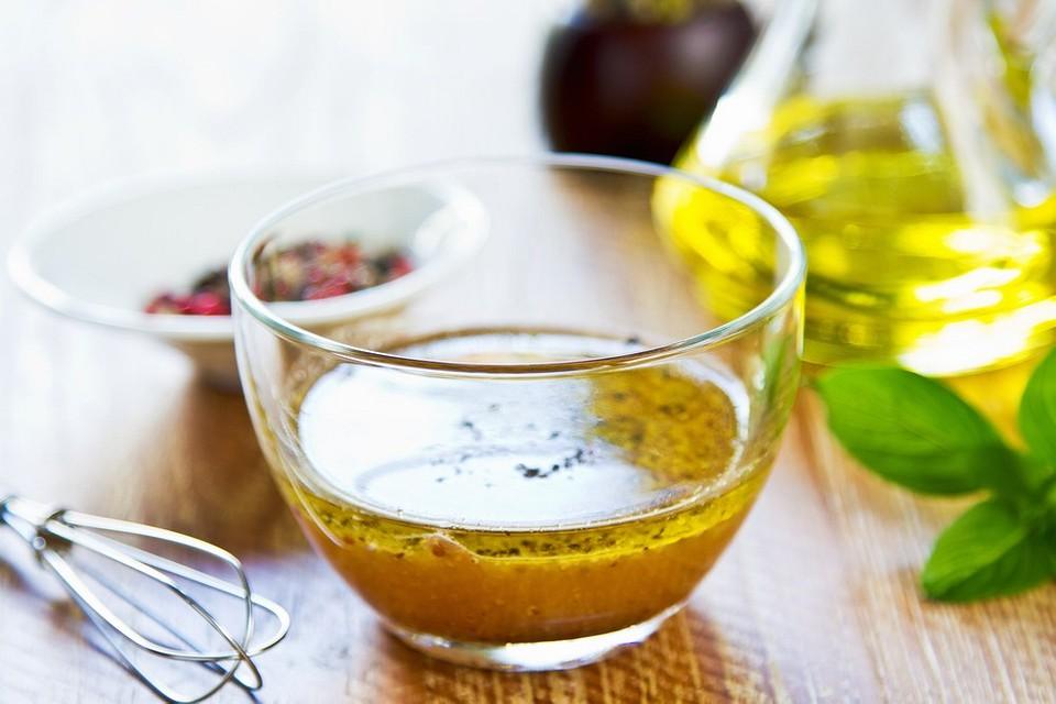 С лимоном, йогуртом и красным перцем: 9 рецептов вкусных заправок с горчицей для салата