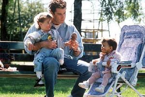 «Шапочку наденьте»: непрошеные советы, которые бесят молодых родителей
