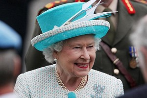 Елизавета II впервые после начала пандемии появилась на публике и возмутила общественность