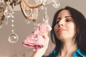 Как помыть хрустальную люстру с подвесками: 4 самых удобных способа и наиболее эффективные средства
