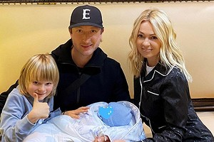 Яна Рудковская рассказала, на кого похож новорожденный сын от суррогатной матери (видео)