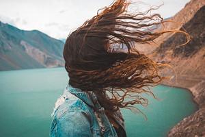 Что сделать, чтобы волосы не электризовались: советы и продукты