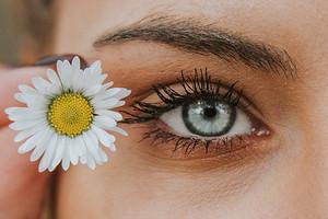 Массаж от морщин вокруг глаз: полезные советы и проверенные техники