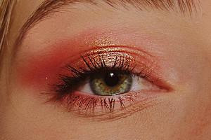 Вредные советы: 5 приемов в макияже, которые сделают твой внешний вид уставшим