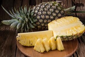 Как правильно почистить и порезать ананас: 5 способов и полезные лайфхаки