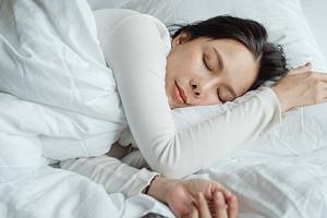 5 мифов о сне, которые портят здоровье, внешность и приближают старение организма
