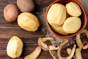 Как быстро почистить картошку: 11 лайфхаков (даже если нет инструментов)