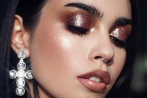 Блестки в новогоднем макияже: как выбрать, закрепить и смыть