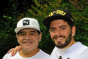 Сын Диего Марадоны попал в реанимацию, узнав о смерти отца