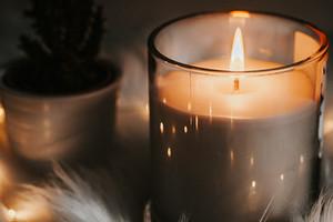 Свечи в интерьере: как выбрать правильный аромат и где расположить