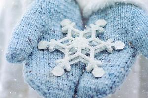 Лучшие из лучших: 10 самых теплых, милых и уютных пар варежек для себя и в подарок