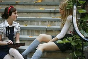 5 неочевидных признаков того, что подруга тебе завидует