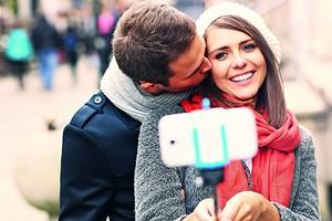 Статус «в отношениях»: когда его ставить в соцсетях и стоит ли