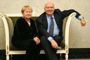 Николай Добронравов и Александра Пахмутова заболели COVID-19 в элитной клинике