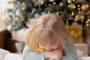 Детский сон в новогодние праздники: что нужно знать и к чему готовиться