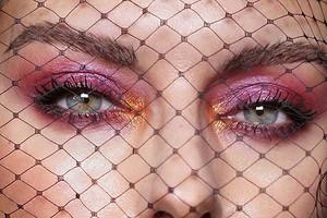 От оливье до «Селедки под шубой»: макияжи, вдохновленные праздничными салатами