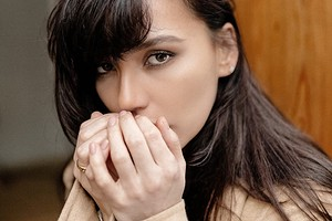 Контрастный душ, фейсбилдинг и любимая косметика: бьюти-рутина Ольги Серябкиной