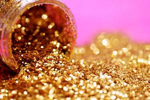 Чем сделать новогодний макияж: 6 незаменимых бьюти-продуктов