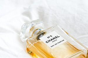 6 популярных женских парфюмов, которые мужчины выносят с трудом