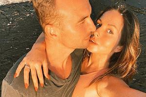 «Многоли нужно для счастья?»: Игорь Сивов поделился романтичным фото сНюшей