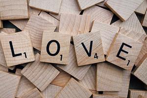 Пожалеть и не вмешиваться: как помочь ребенку пережить безответную любовь (7 полезных советов)