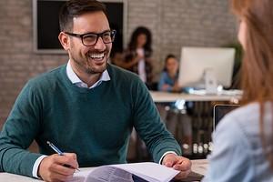 8 психологических уловок, которые помогут очаровать будущего работодателя