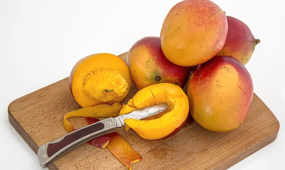Как правильно резать и чистить манго с косточкой: 5 простых способов, а также секреты очистки в домашних условиях