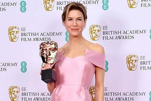 Хоакин Феникс, Рене Зеллвегер иБрэд Питт стали лауреатами «британского Оскара» (видео)