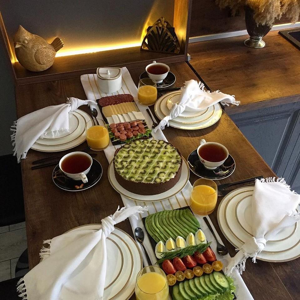 Готовимся к праздникам: как сервировать стол приборами (подробная инструкция с фото)