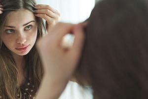 Чем увлажнить сухую кожу головы: 7 простых и эффективных способов