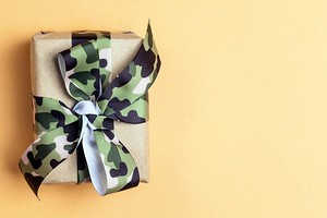 Подарки для мужчин на 23 февраля: 15 вещей, которые можно купить коллегам